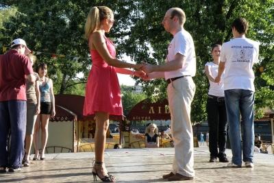 Школа танцев - место, где учатся общению